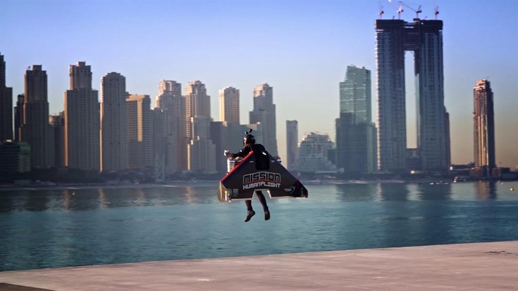 وفاة طيار استعراضي تعرض لحادث أثناء التدريب في دبي