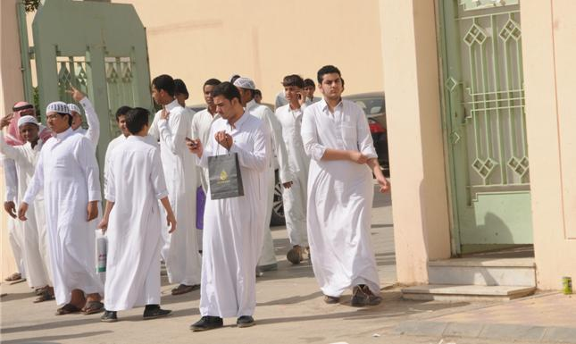 وجبة إفطار مدرسية تنقل 20 طالباً للمستشفى بالتسمم الغذائي في حائل