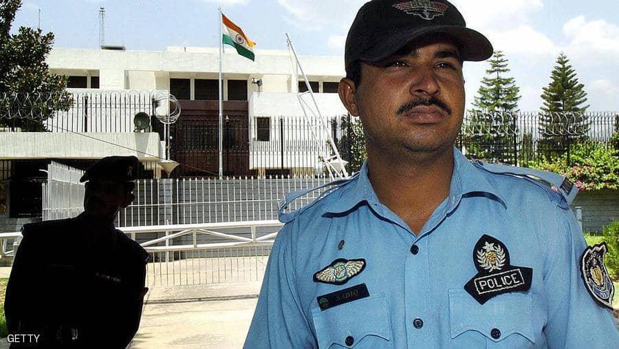 فقدان اثنين من مسؤولي السفارة الهندية في إسلام اباد