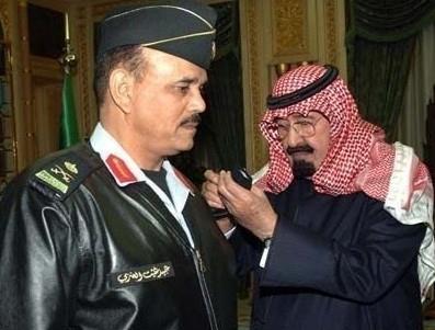 الملك عبدالله وقائد الحرس الملكي الراحل، الفريق عبيد بن غثيث العنزي