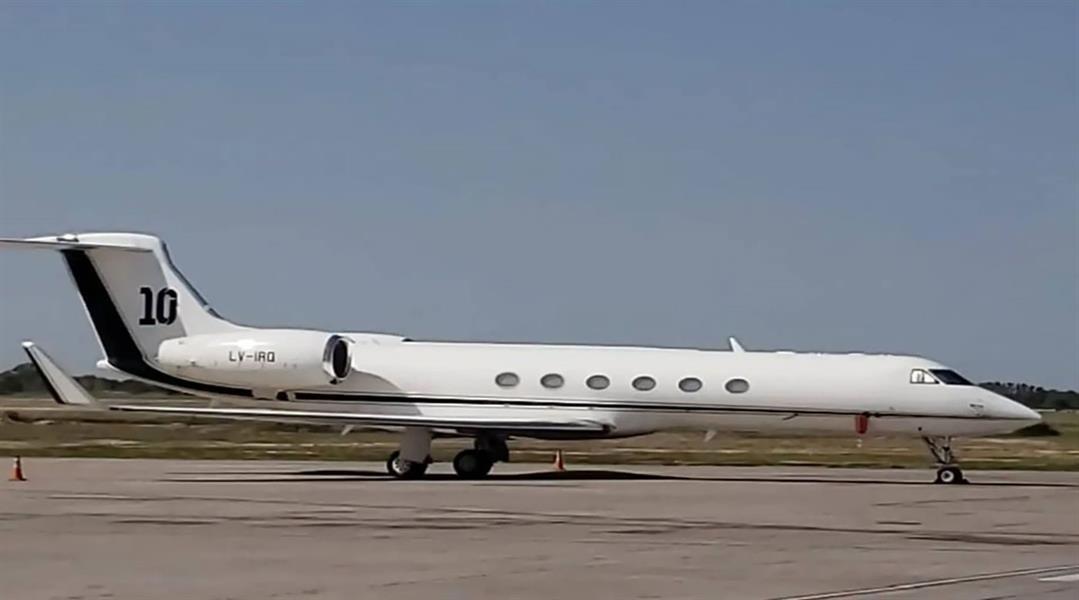 رئيس الأرجنتين يستأجر طائرة ميسي الخاصة بـ160 ألف دولار لمدة 4 أيام