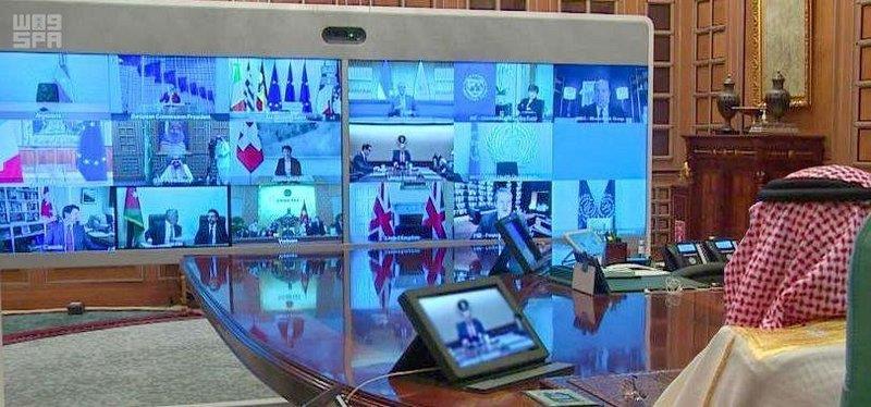 الملك سلمان خلال ترؤسه القمة الاستثنائية لمجموعة العشرين