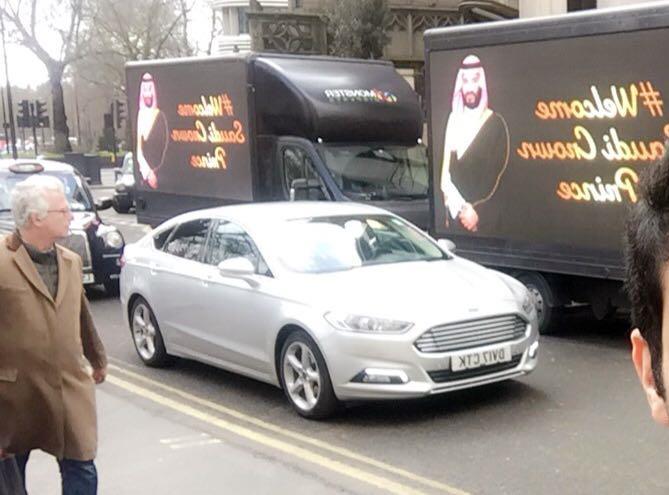 شوارع لندن تتزين بصور ولي العهد ترحيباً بزيارته المرتقبة لبريطانيا