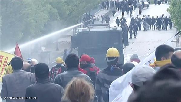 """جرحى بمواجهات في إسطنبول بـ""""يوم العمال"""""""