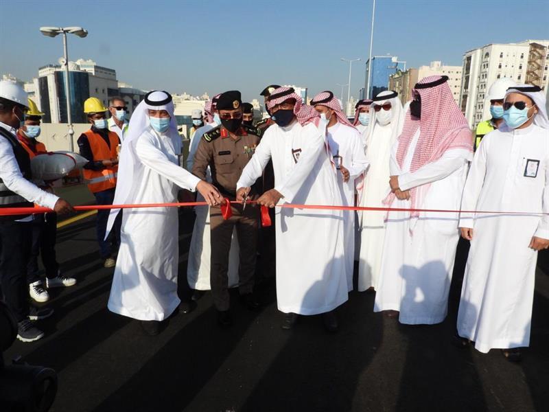 أمين العاصمة المقدسة يفتتح جسر تقاطع طريق مكة- جدة القديم مع شارع عبدالله عريف