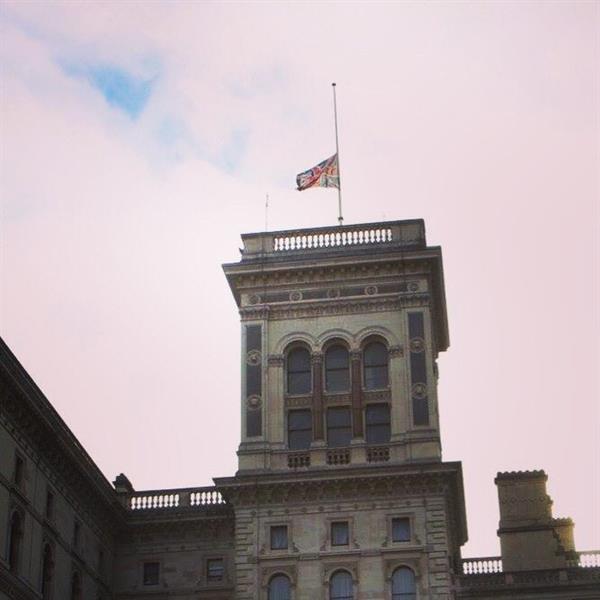 بريطانيا تنكّس أعلامها حداداً على السلطان قابوس