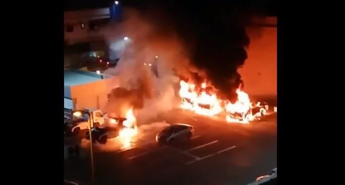 القبض على مقيم أشعل النار في عدد من المركبات بمقر الشركة التابع لها في الجبيل