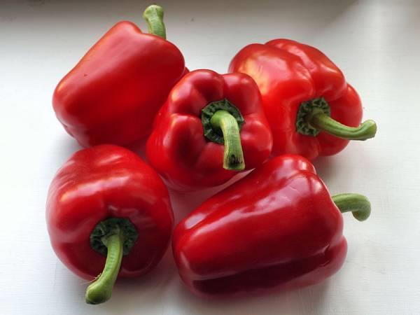 الفلفل الأحمر: نصف كوب فقط منه يحتوي على مخزون من الفيتامين يصل إلى 95 مليجرام.