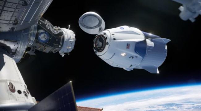 """مركبة """"سبايس اكس"""" المأهولة تنفصل عن محطة الفضاء الدولية لتبدأ رحلة العودة الى الأرض"""
