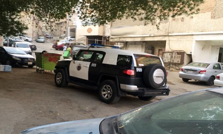 """""""الأمر بالمعروف"""" تقود شرطة مكة للقبض على شاب يروّج للرذيلة"""