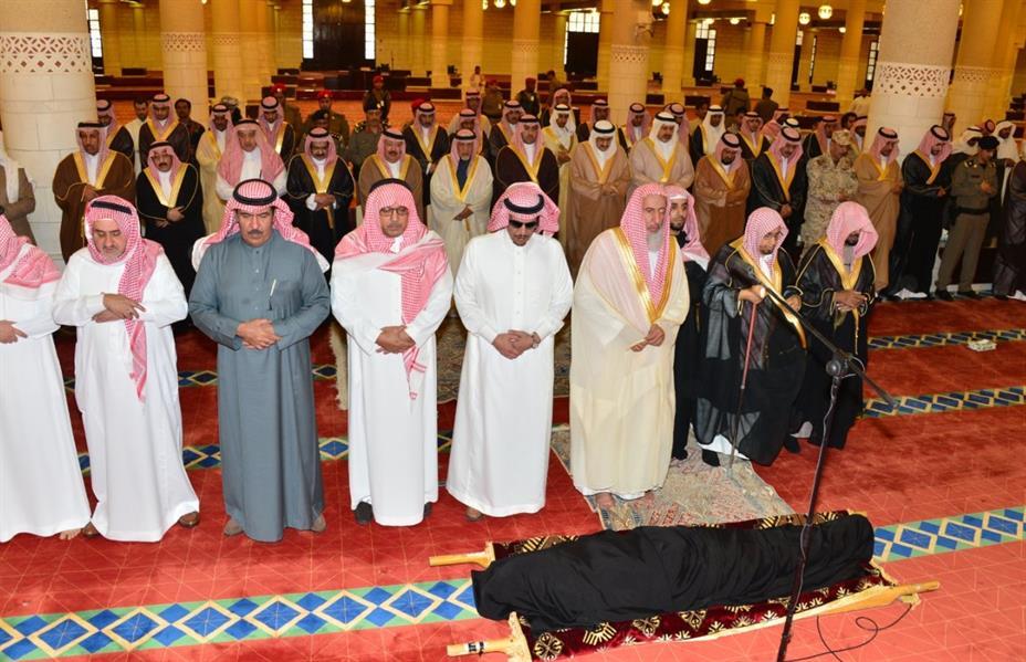 الأمير تركي بن عبد الله يؤدي صلاة الميت على الأميرة مشاعل