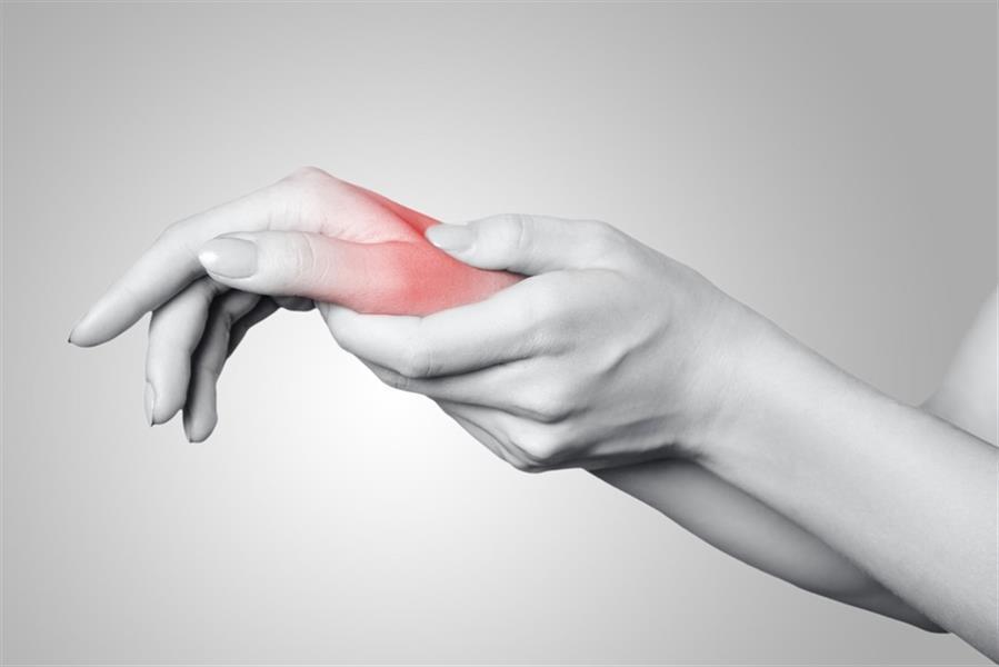 تعرّف على 12 سبباً لآلام اليدين وطرق علاجها