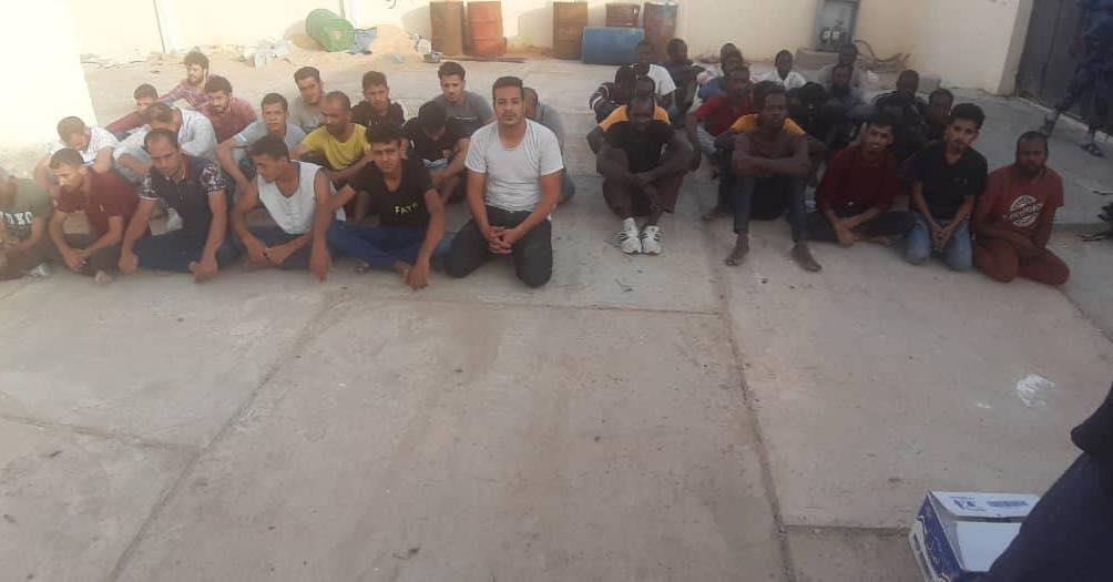 احتجزوا 6 أشهر .. تحرير 37 مختطفًا في ليبيا بينهم مصريون