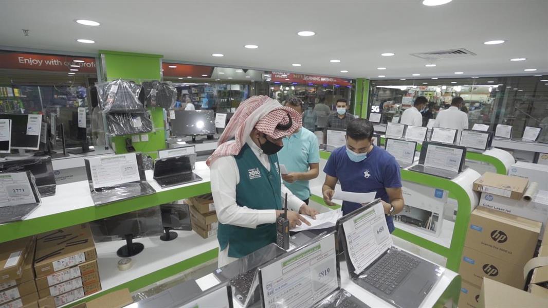 """""""التجارة"""" تُنفذ عدة جولات رقابية على منافذ بيع أجهزة الكمبيوتر"""
