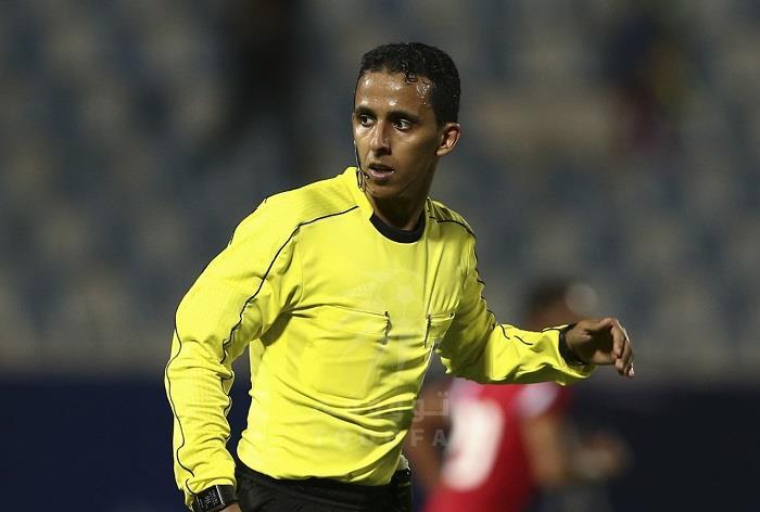 طاقم تحكيم سعودي لادارة مباراة الأهلي وأبها في دوري المحترفين