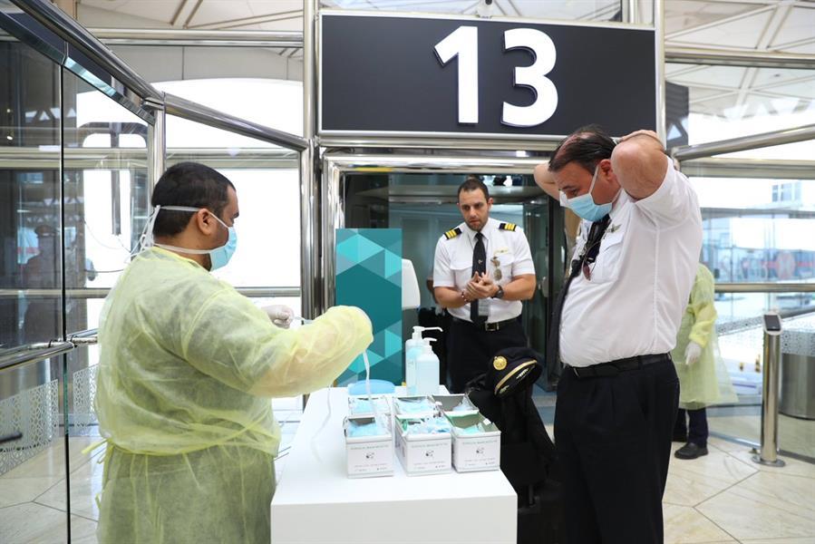 مطار الملك خالد بالرياض يستقبل أول رحلة تقل مواطنين جرى إجلاؤهم من إندونيسيا