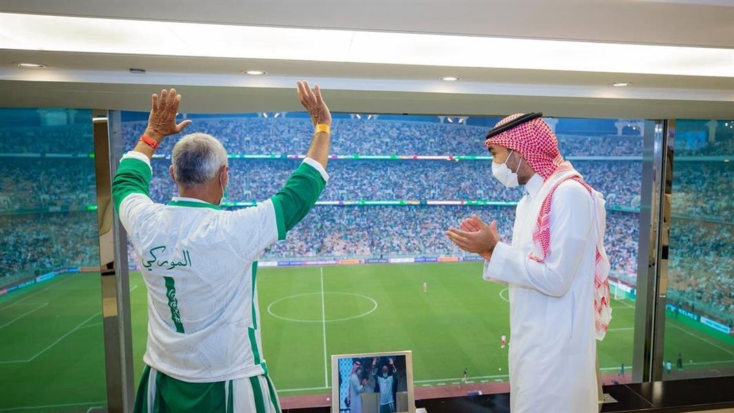 عاطف الموركي يصف شعوره بعد تكريمه من وزير الرياضة