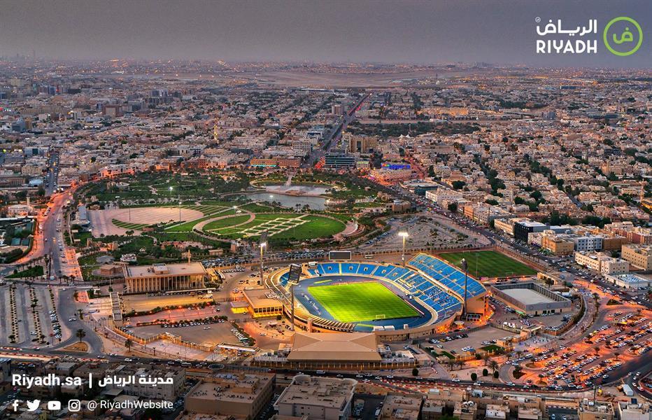 صورة تظهر تطور ملعب الأمير فيصل بن فهد وحي الملز بالرياض
