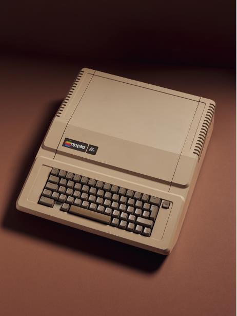 """نسخة من """"آبل"""" كانت واحدة من ثلاثة نماذج من الحواسب غير شكل الصناعة عام 1977."""