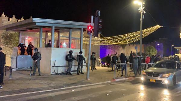 قوات الاحتلال تهاجم المصلين بالقرب من باب العامود في القدس