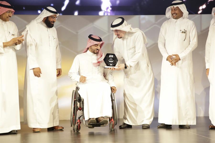 وزير العمل يتوج محمد الشريف بلقب الأكثر إصرارا في المملكة لعام 2015