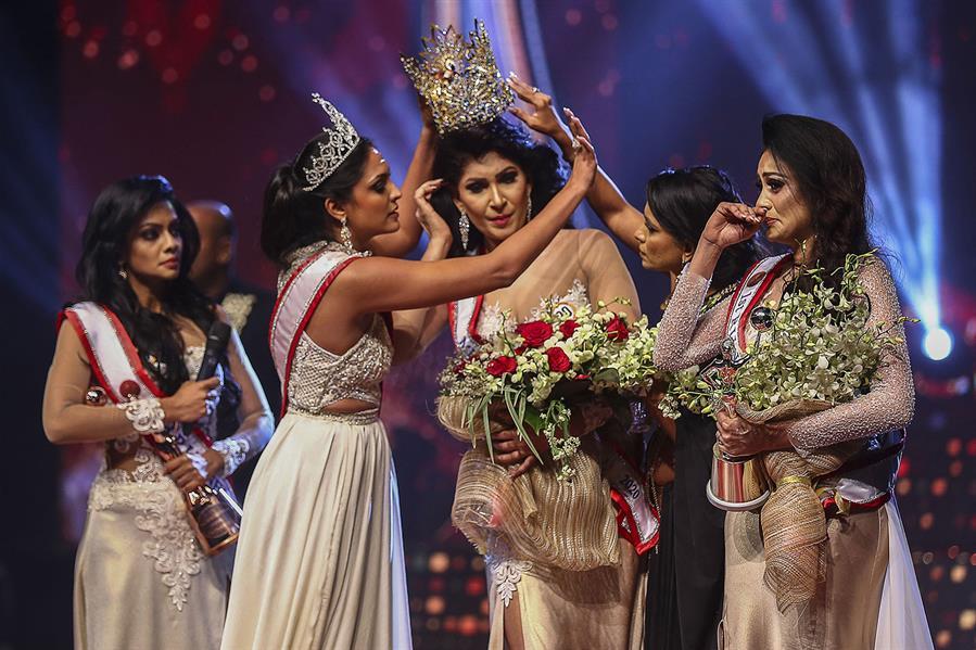 شجار على التاج بين ملكتي جمال المتزوجات الجديدة والسابقة في سريلانكا