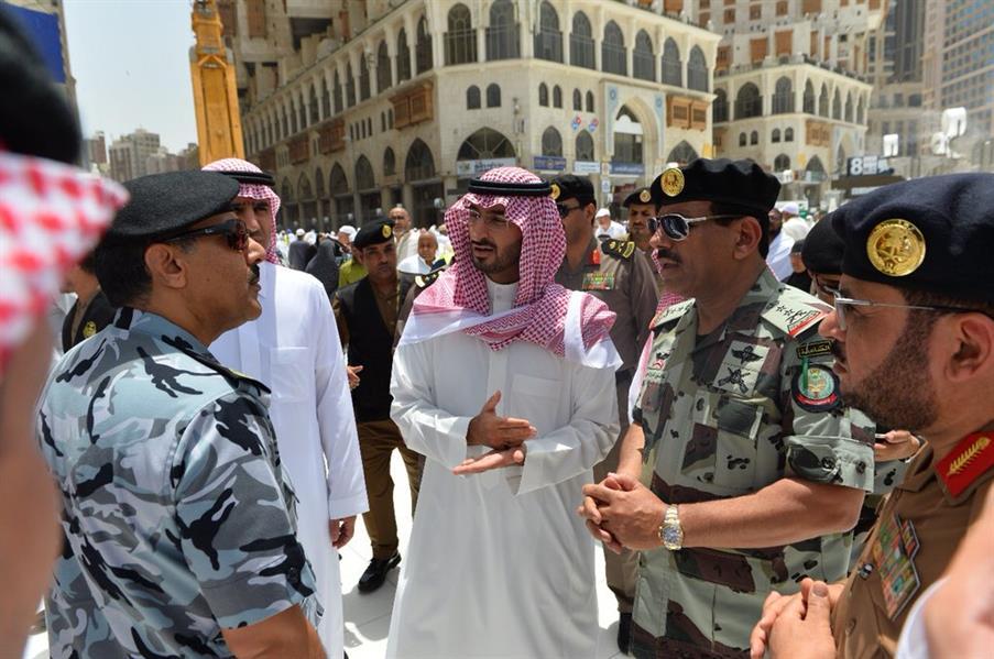 نائب أمير مكة يتفقّد المسجد الحرام.. ويوجّه بتشكيل فريق عمل للعناية الفورية بالمعتمرين في رمضان