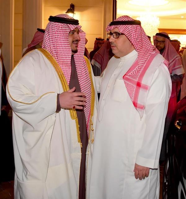 نائب أمير الرياض يقدم العزاء في والدة السديري