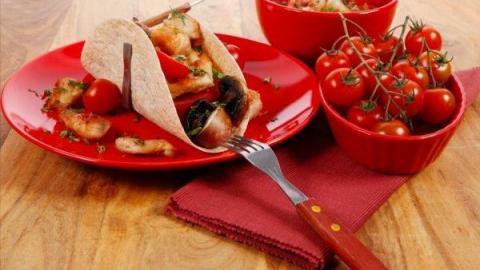 يساعدك تناول الطعام من الطبق الأحمر على إنقاص الوزن