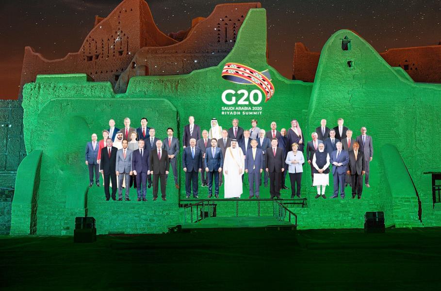 صورة افتراضية لقادة مجموعة العشرين على جدران حي الطريف في الدرعية