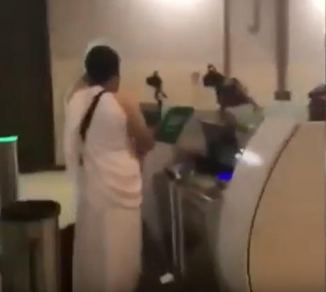 فيديو.. استمرار توافد معتمرين قطريين إلى مطار الملك عبدالعزيز لأداء مناسك العمرة