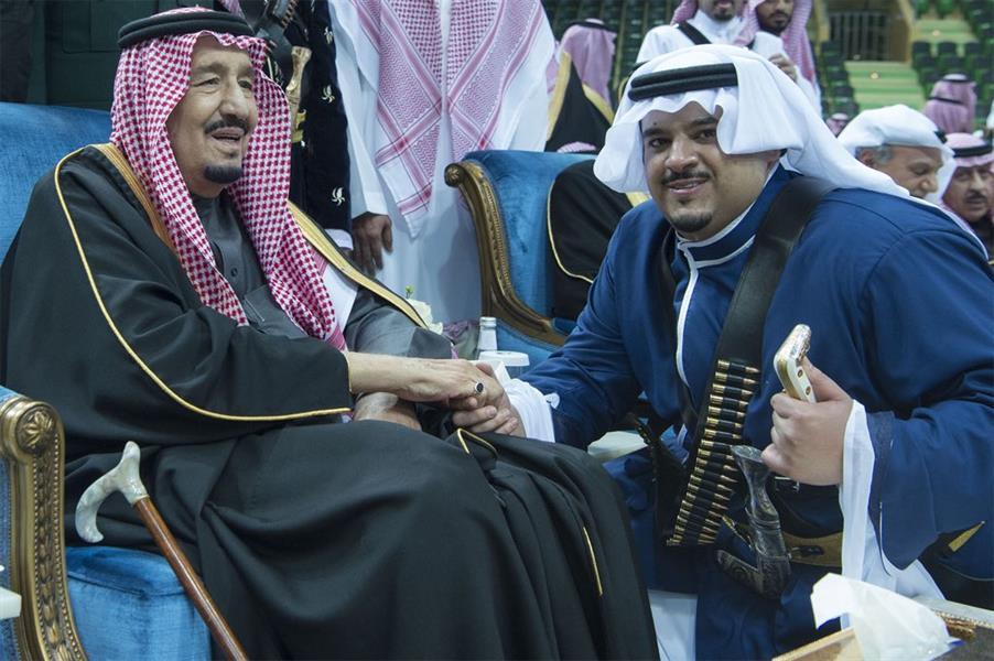 """شاهد.. خادم الحرمين يشرّف حفل العرضة السعودية بـ""""الجنادرية 32"""""""