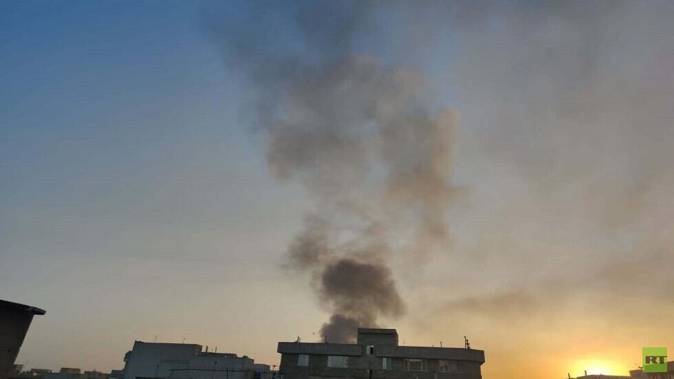 اندلاع حريق كبير في مستودعات البضائع الأساسية على الطريق بين مدينتي طهران وكرج (فيديو).