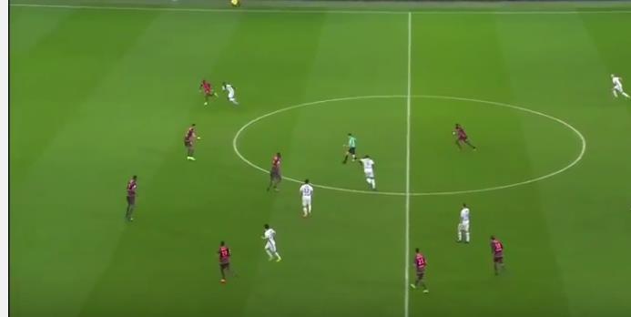 """بالفيديو: ديباي يحرز هدف """"خرافي"""" من نصف الملعب"""
