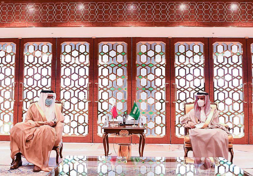 وزير الخارجية يبحث مع نظيره البحريني الأوضاع الإقليمية والدولية
