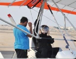 سعوديات يحققن آمال القيادة بالطيران الشراعي