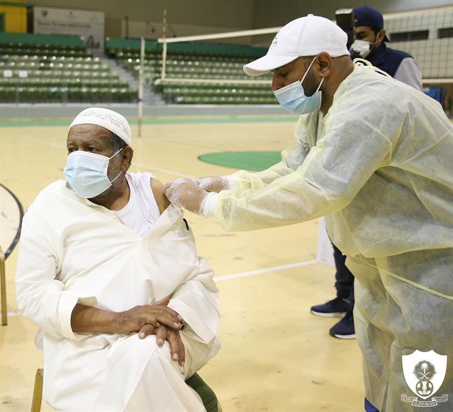 """منسوبو """"الأهلي"""" يتلقون الجرعة الأولى من اللقاح المضاد لكورونا"""