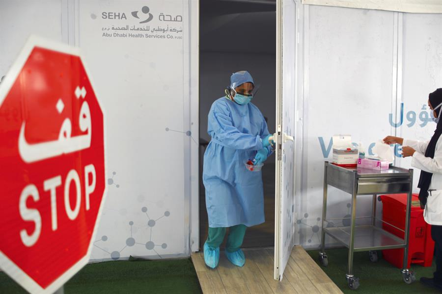 الإمارات تسجّل 1096 حالة جديدة.. إصابات ووفيات كورونا في 4 دول خليجية
