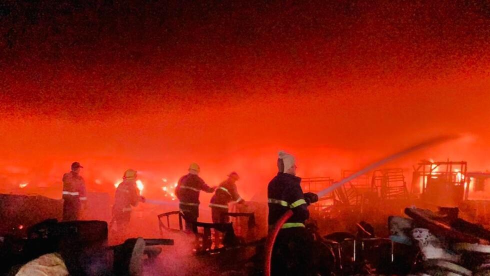 التهم حريق كبير سوقا وسط بغداد وتحركت فرق الدفاع المدني