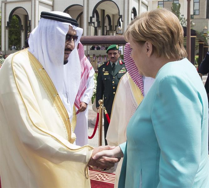 خادم الحرمين يستقبل المستشارة الألمانية أنجيلا ميركل ويقيم مأدبة غداء تكريماً لها