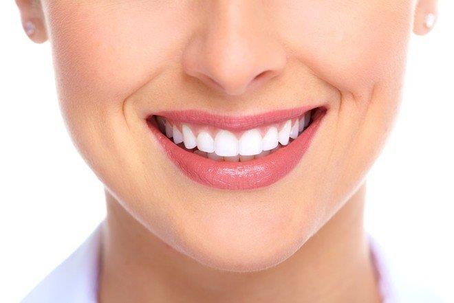 10 وسائل منزلية لتبييض الأسنان وتقويتها.. تعرف عليها