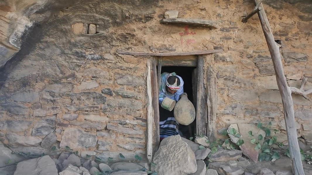 لا يعرف سكانه من أنشأه.. منزل كهفي عمره 300 عام بجازان