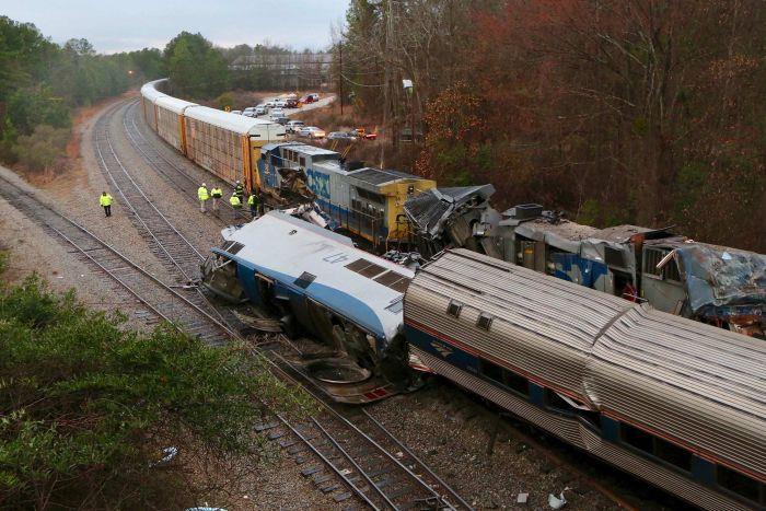 بالصور.. مصرع وإصابة أكثر من 60 شخصاً في حادث تصادم قطارين بولاية ساوث كارولينا الأمريكية