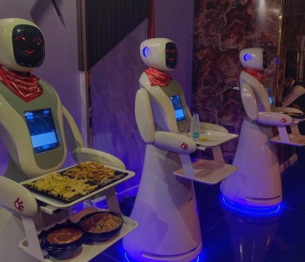 مطعم الروبوتات بمدينة جازان