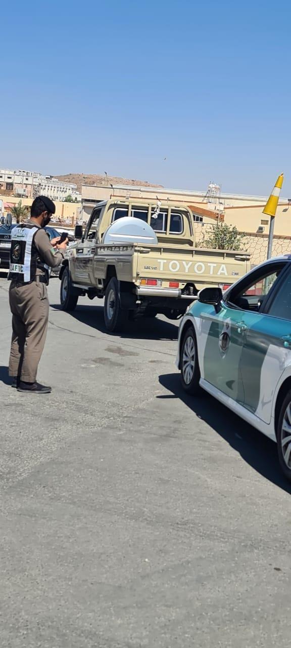 """نشر فيديوهات لمخالفته.. """"مرور الطائف"""" يضبط شخصًا قاد مركبته بسرعة عالية مراوغاً بين المركبات"""
