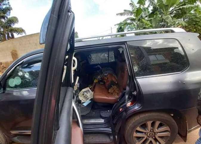 نجا وزير أوغندي من محاولة اغتيال ، مما أسفر عن مقتل ابنته وسائقه
