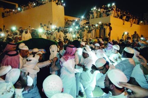 مكة تشيع مداح النبي