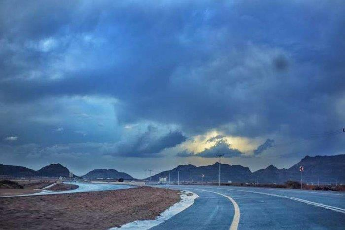 الحصيني: أمطار متفاوتة على بعض المناطق من اليوم وحتى الغد وضباب بأخرى