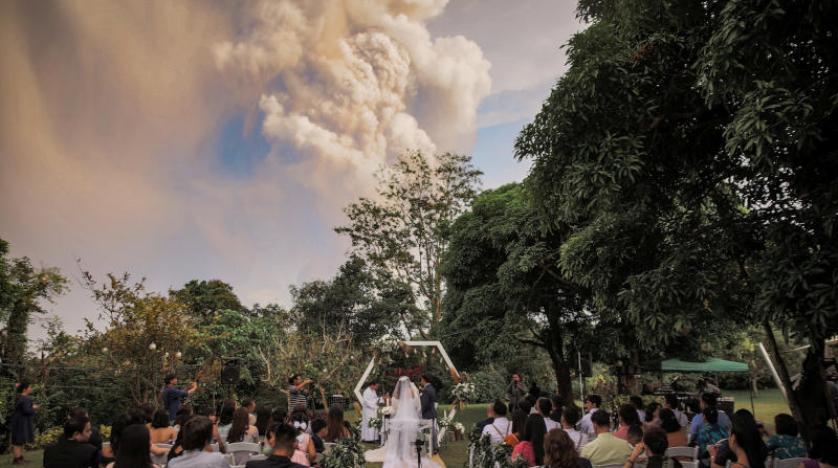 حفل زفاف تحت سحابة من الدخان