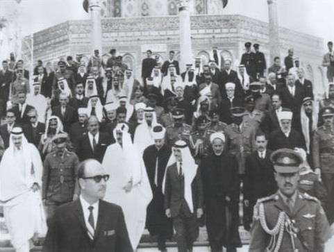صورة تاريخية للملك فيصل بن عبد العزيز والملك الحسين بن طلال في المسجد الأقصى